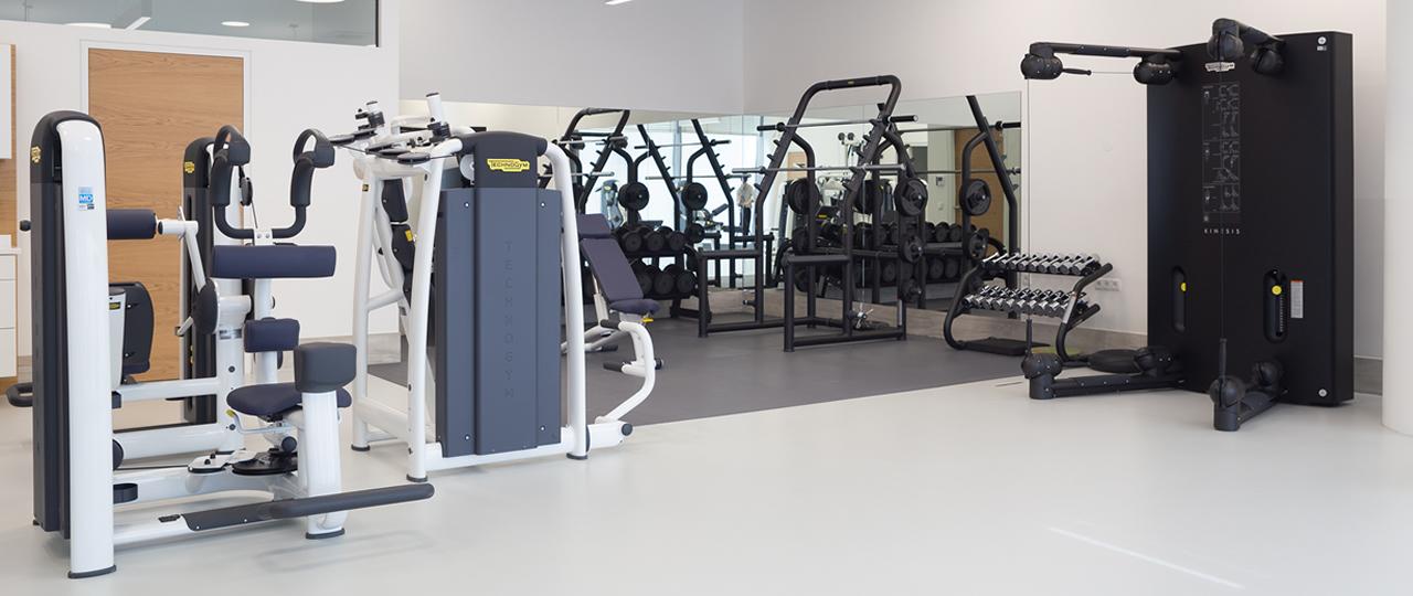 Gelenkzentrum Fitnessraum Speziell auf unseren Kurs Fit im Alter zugeschnitten